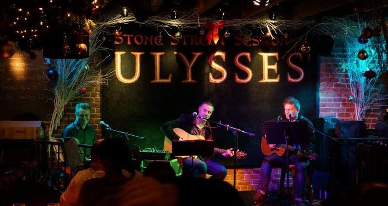 Como é o bar Ulysses Folk House