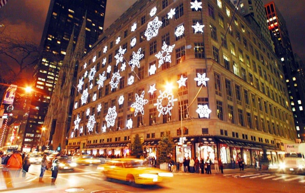 Lojas de departamento na Quinta Avenida em Nova York