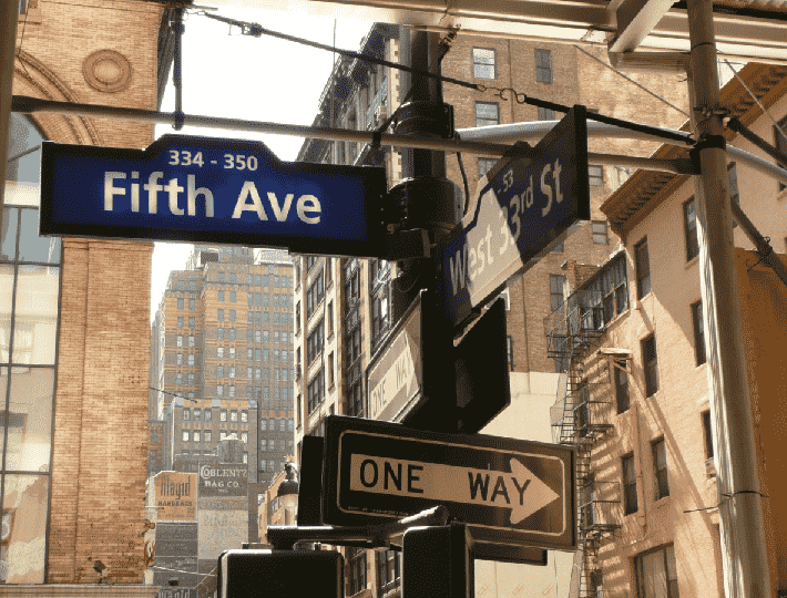 Lojas e compras na Quinta Avenida em Nova York