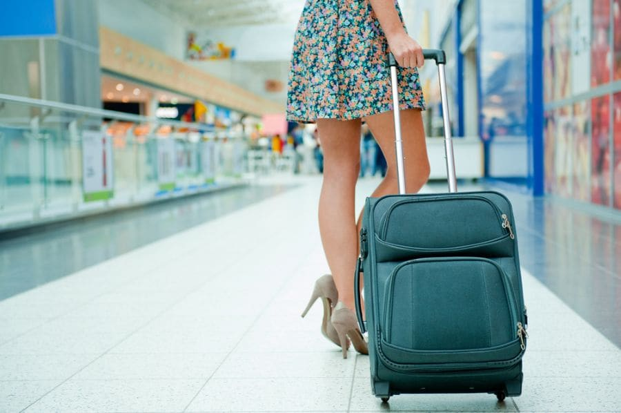 Mala e bagagem no aeroporto - voo para Nova York