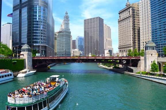 Chicago River na primavera em Chicago