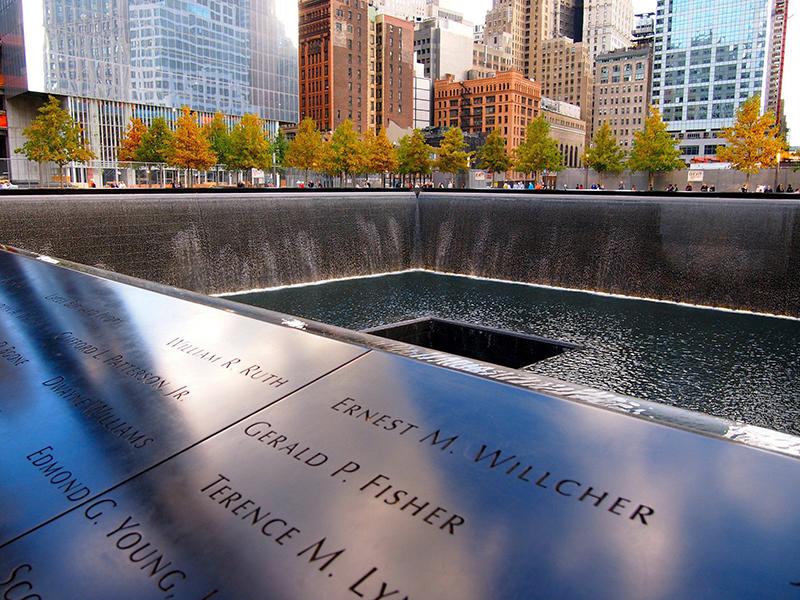 Homanagem às vítimas no Memorial de 11 de Setembro em Nova York