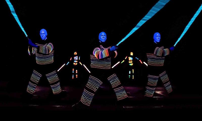 Efeitos visuais no show do Blue Man Group em Nova York