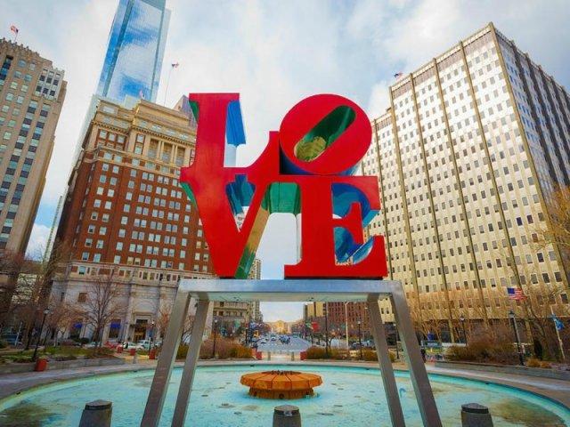 Letreiro LOVE na Filadélfia